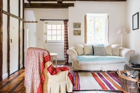 Enchanting Bach Cottage with Views of the Brecon Beacons