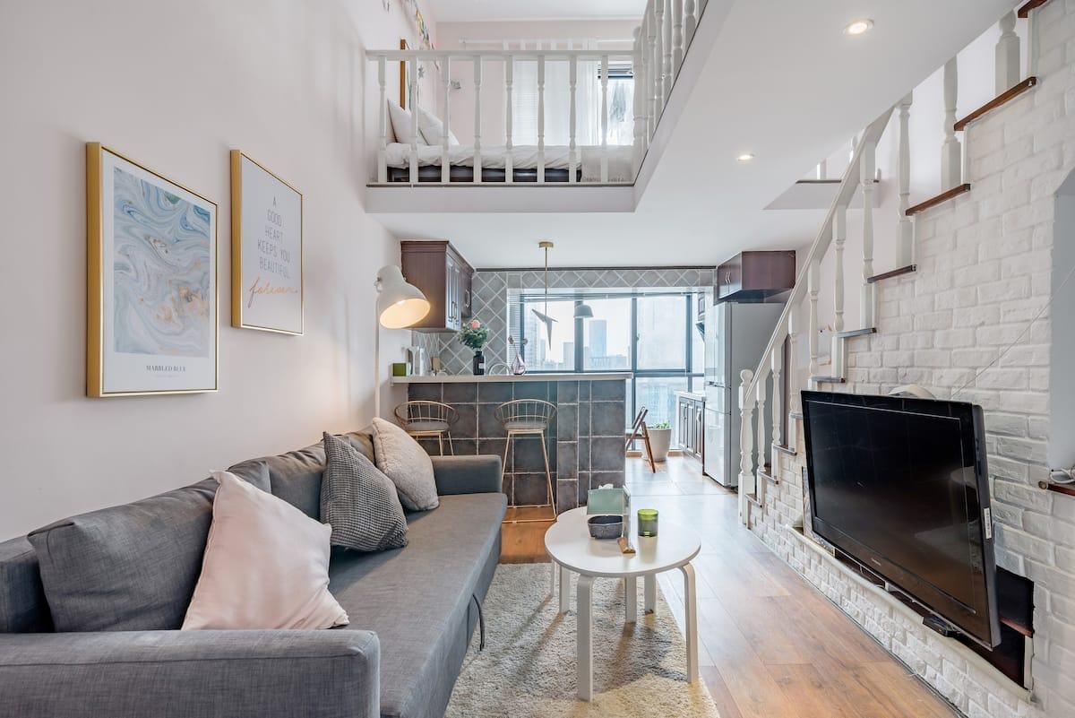 月遥 太古里春熙路附近的位置优越装修精美 容纳多人做饭公寓