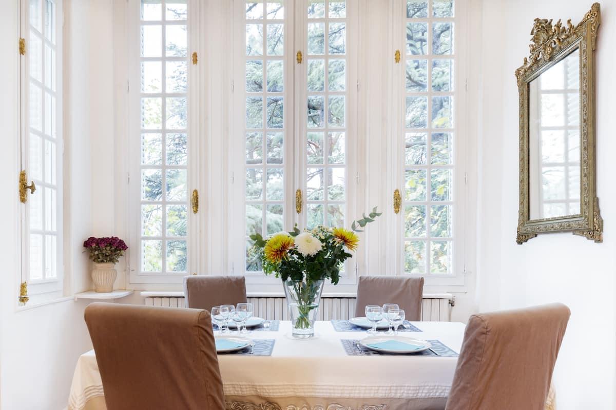 Appartement de charme dans un château à proximité d'Avignon.