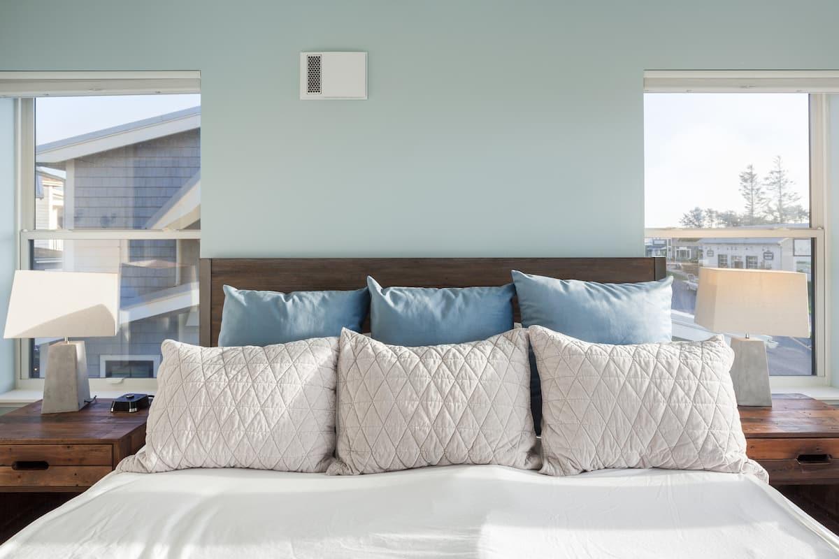 Premier Modern Beach Home with Unforgettable Coastline Views