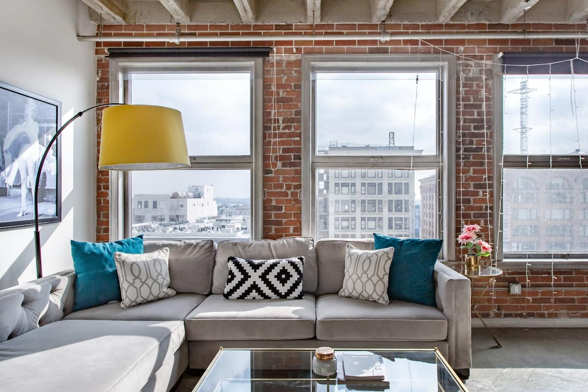 Live the City Life in an Industrial Loft in Downtown LA