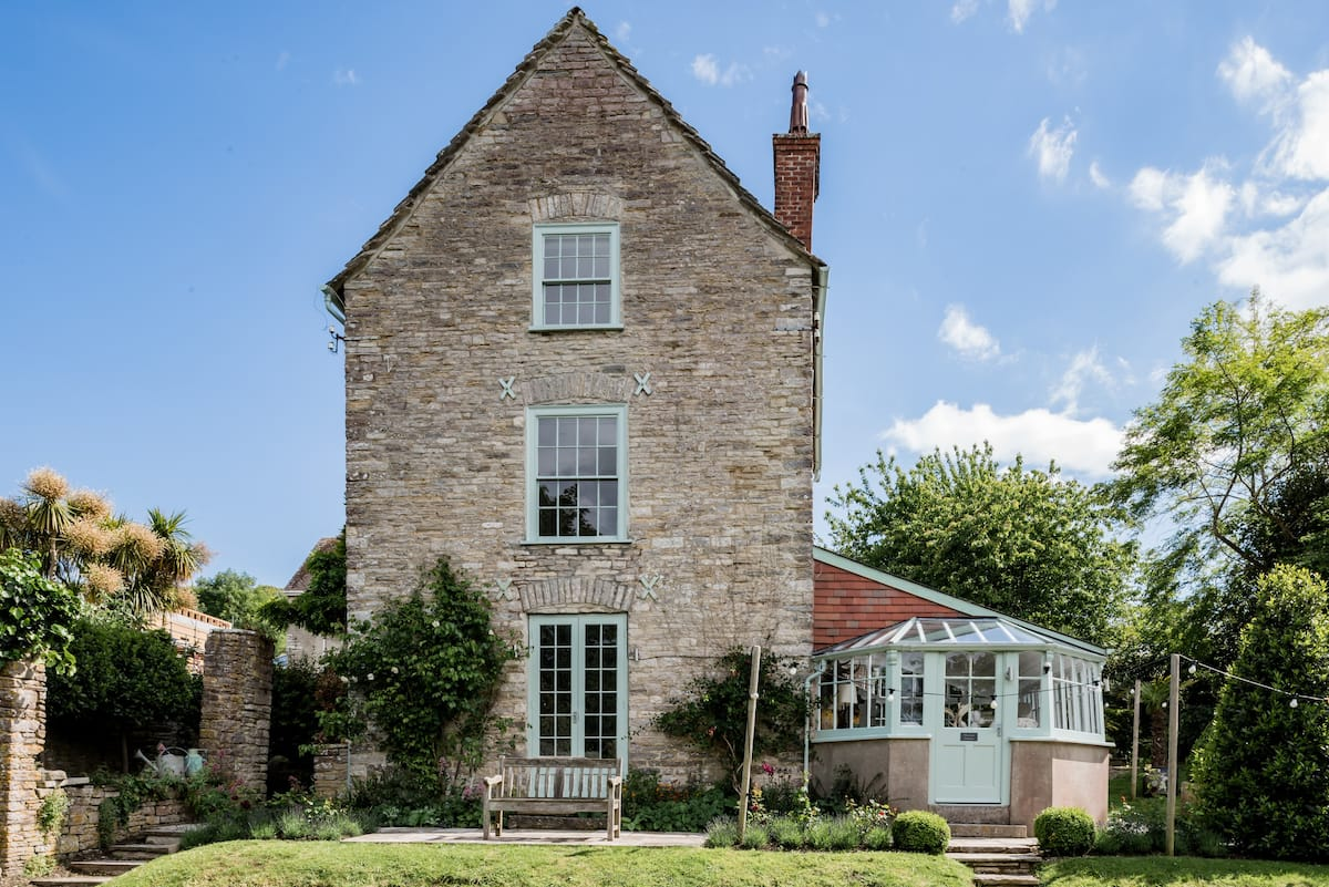Elegant Garden Cottage in the Heart of Swanage