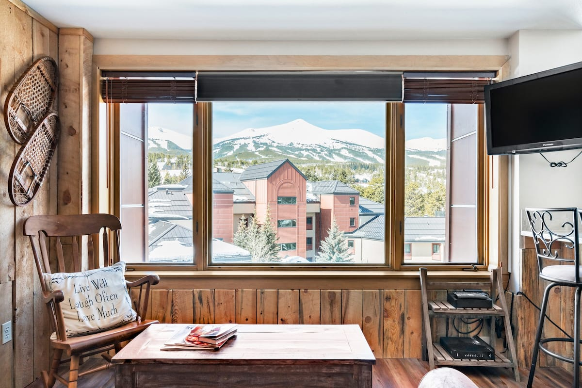 Ski-In/Out with Stunning Views/ Downtown/ Base of Peak Nine