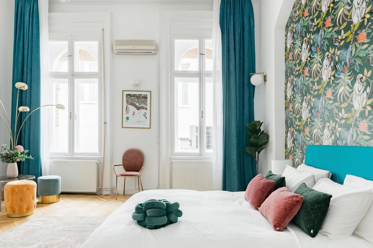 Parisian Style Apartment Next to the Famous Vaci Street