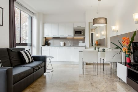 Find Calm at a Neutral City Sanctuary with Sleek Style