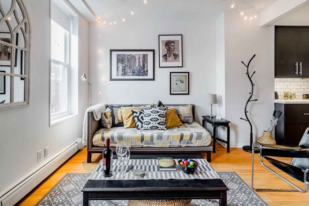 The Urban Aerie—Bi-Level Apartment in East Passyunk