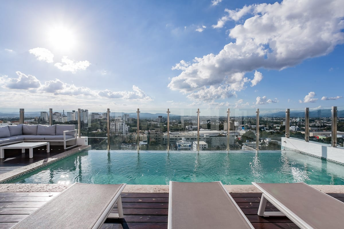 Lujoso y moderno apartamento céntrico con piscina infinity