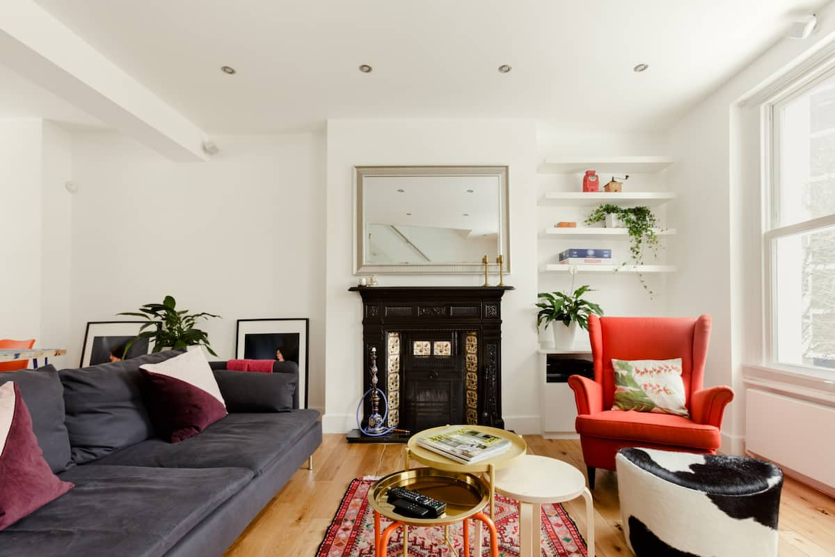Explore London from a Sunny Flat with Private Entry