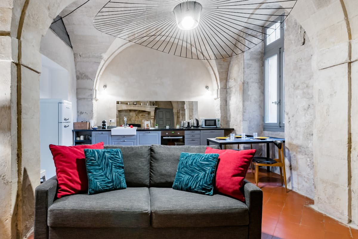 Renovated 17th Century Flat with Private Patio