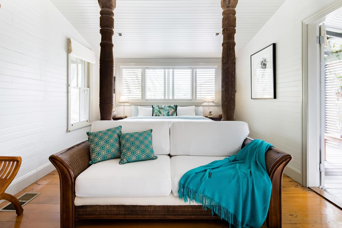 Beautiful King Suite for Couple Getaways in Country Retreat