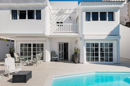 Meerblick-Villa mit privatem Pool in San Agustin