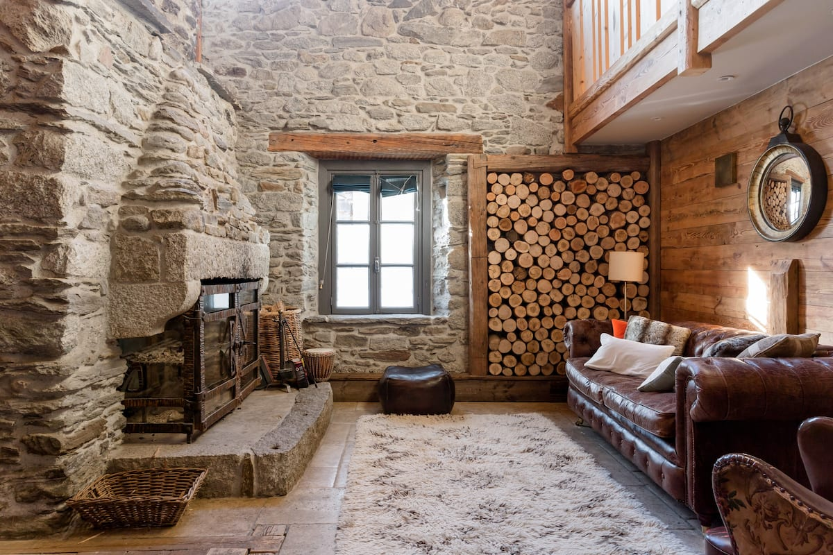 Cinema Room, Sauna, and Hot Tub in a 300-Year-Old House