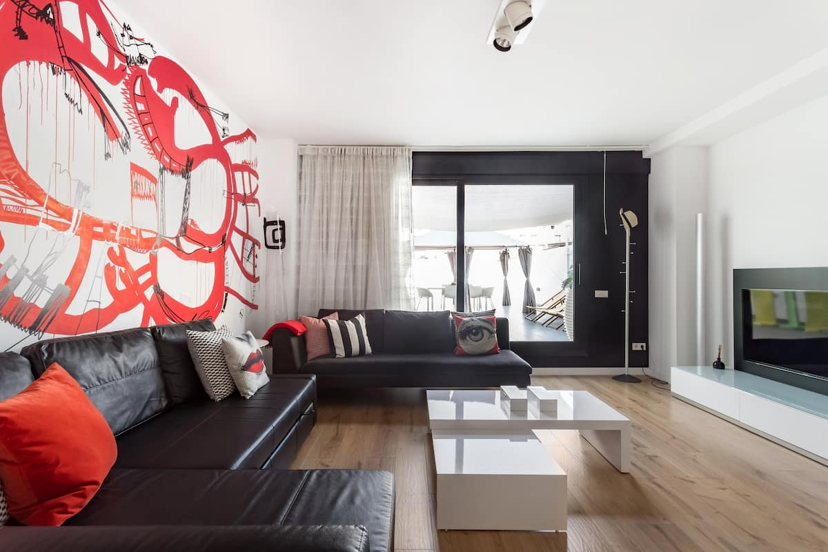 Vibrant Contemporary Flat in the Historic City Center