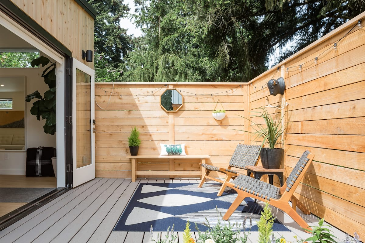 Explore Seattle from a Contemporary Backyard Bungalow