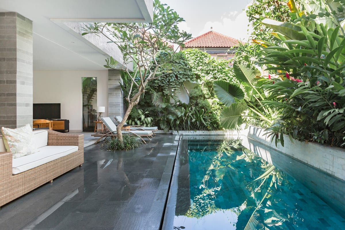 Romantic Serviced Villa in Jalan Petitenget