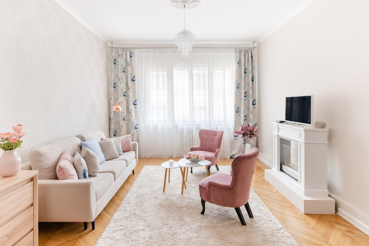 Elegant Suite With City Views Near the Danube