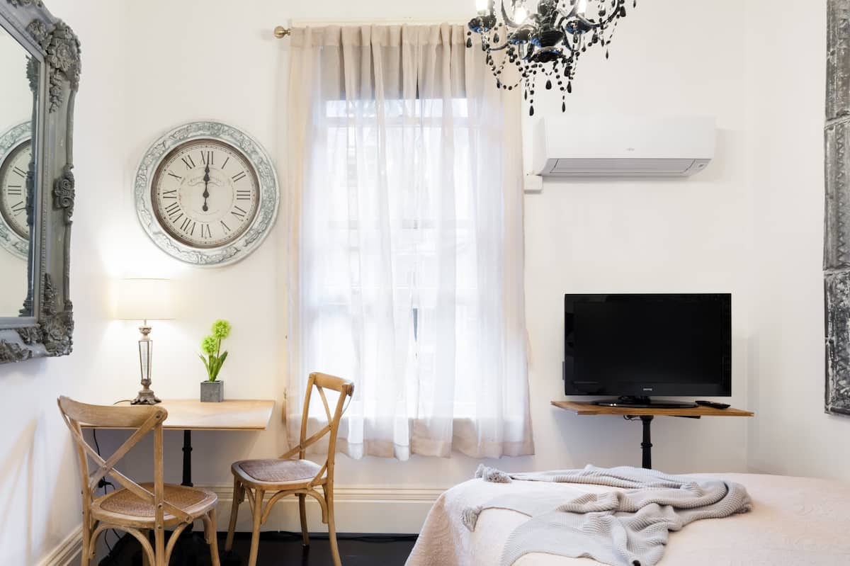 Parisienne Stay Studio Apartment CBD Theatre End