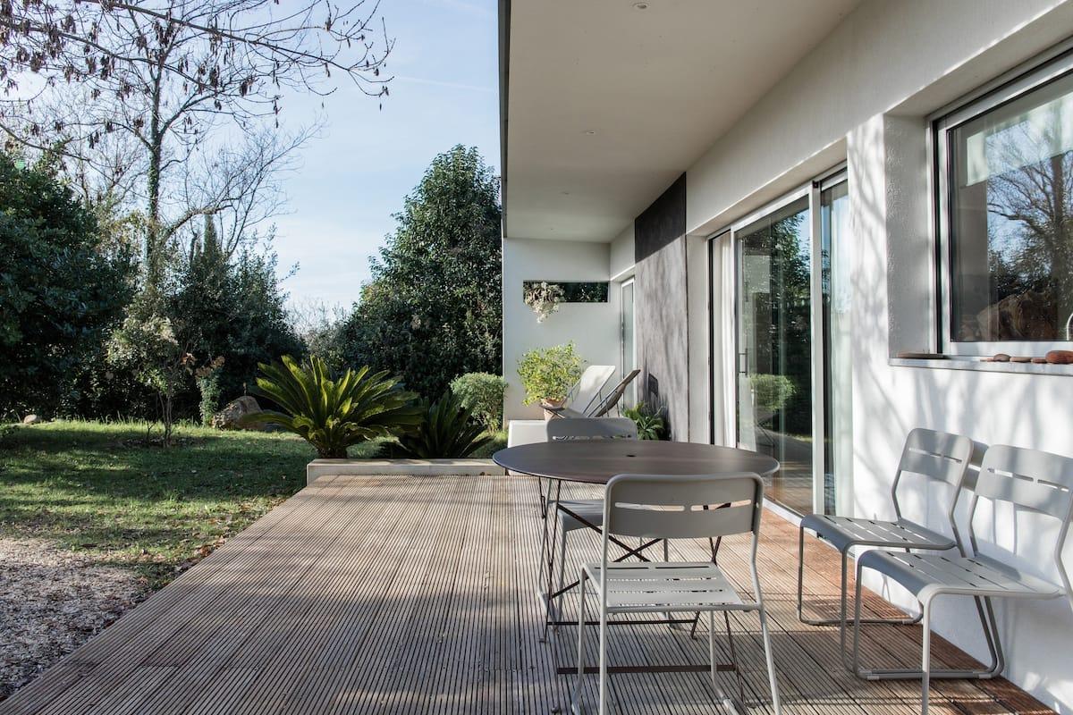 Villa au calme d'une oasis de verdure