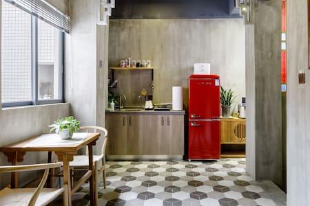 香菱舍-拥美景天台的老广风情艺术精品民宿,近地铁和美食(投影房)