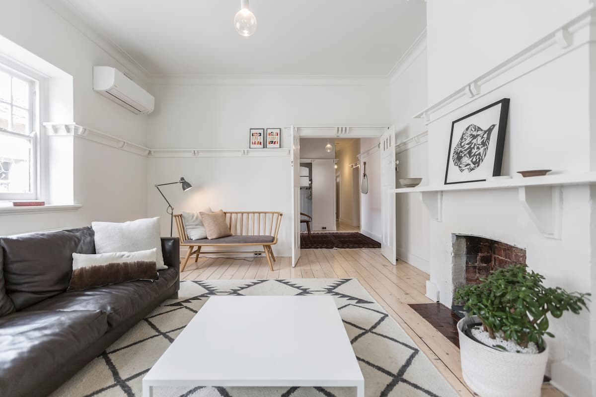 Spacious Designer Apartment near Albert Park