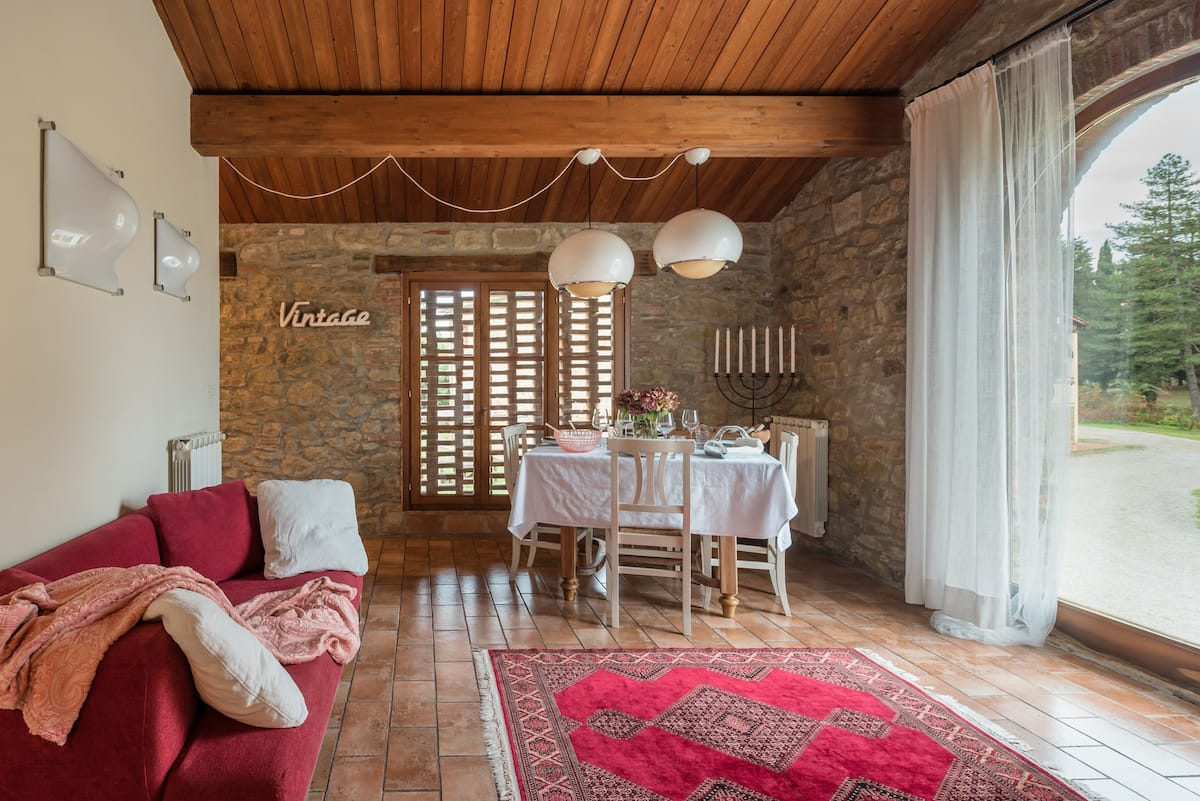 Elegante appartamento ricavato in uno storico fienile nella campagna di Arezzo
