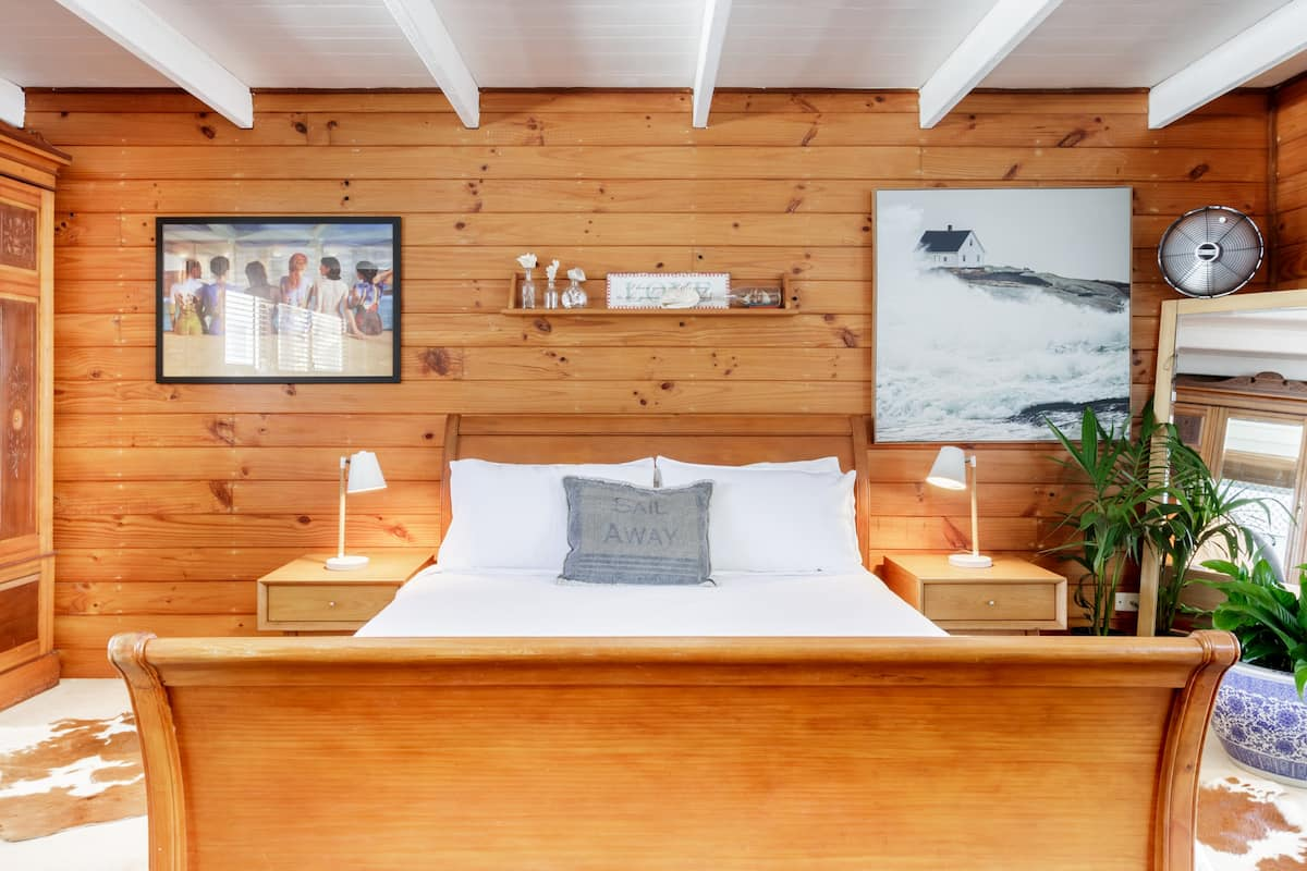 Sail Away in a Cabin-Like Room in Mermaid Beach.