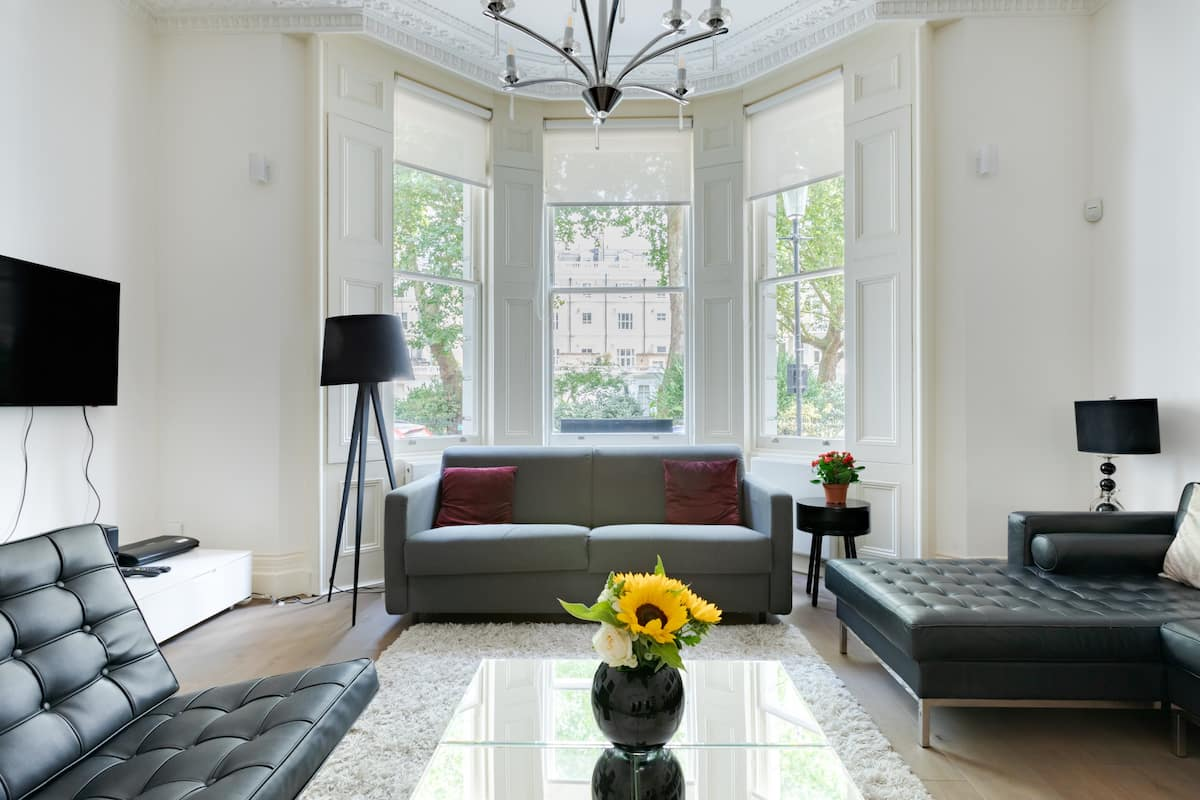 Bright, Spacious Victorian Flat in South Kensington