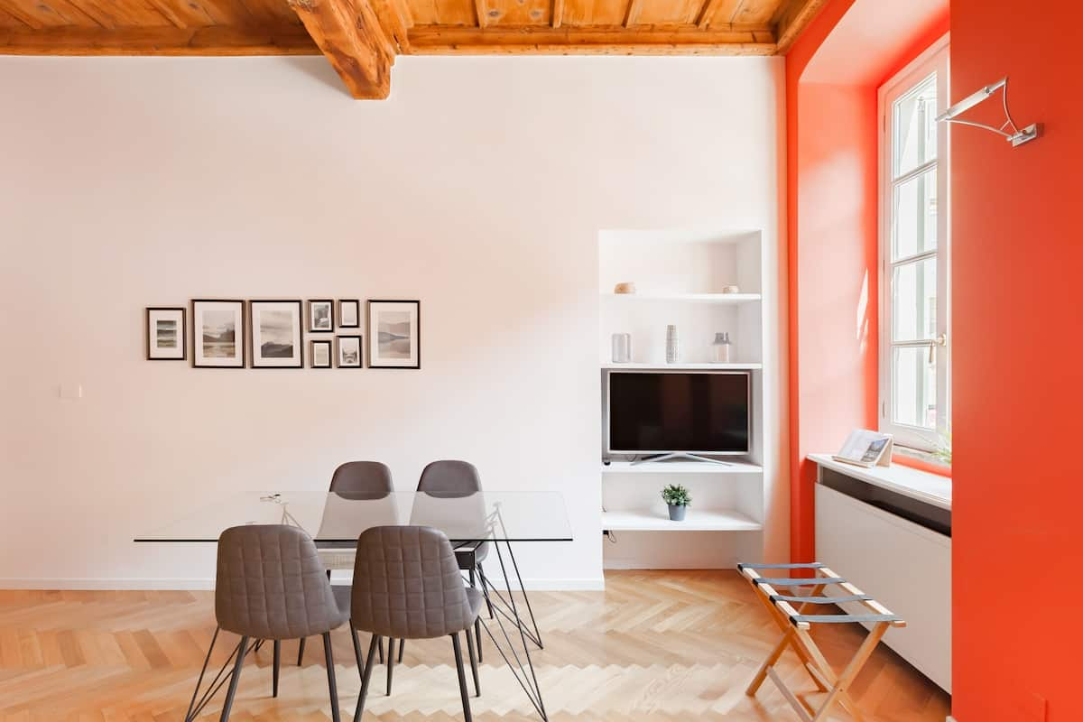 Chic Pied-à-Terre With a Shady Urban Terrace Near the Duomo