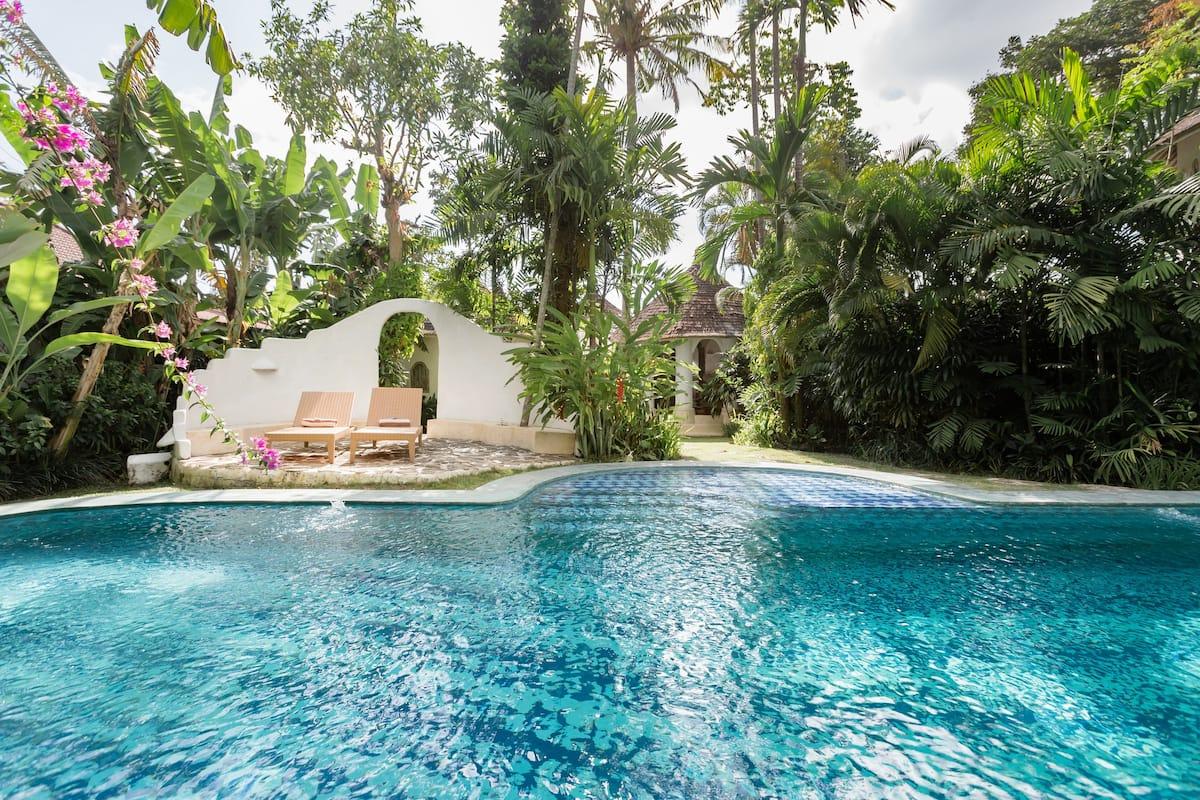 Hidden Treasure Exquisite & Enchanting Villa with Staff