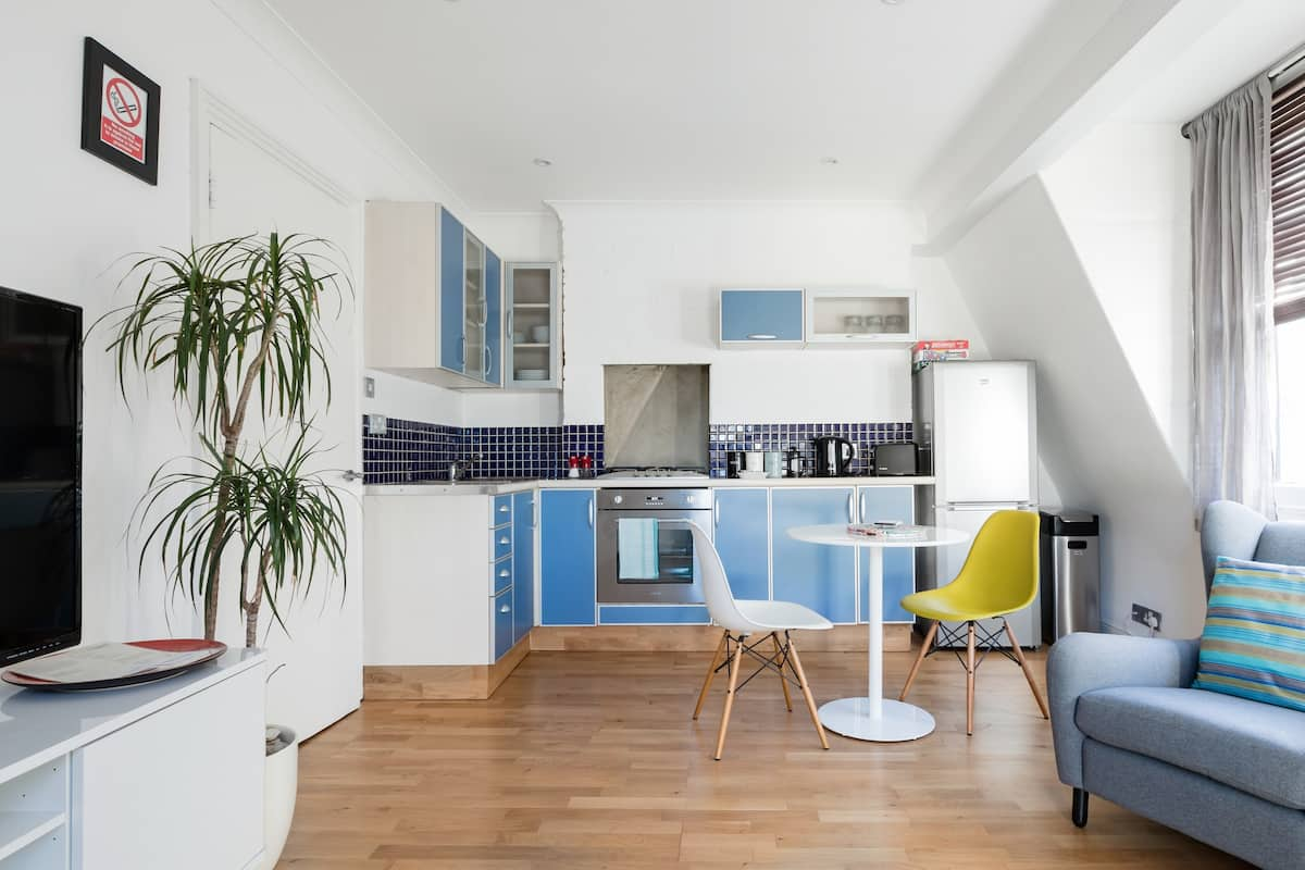 Loft-Style Apartment Close to Fashionable Brick Lane