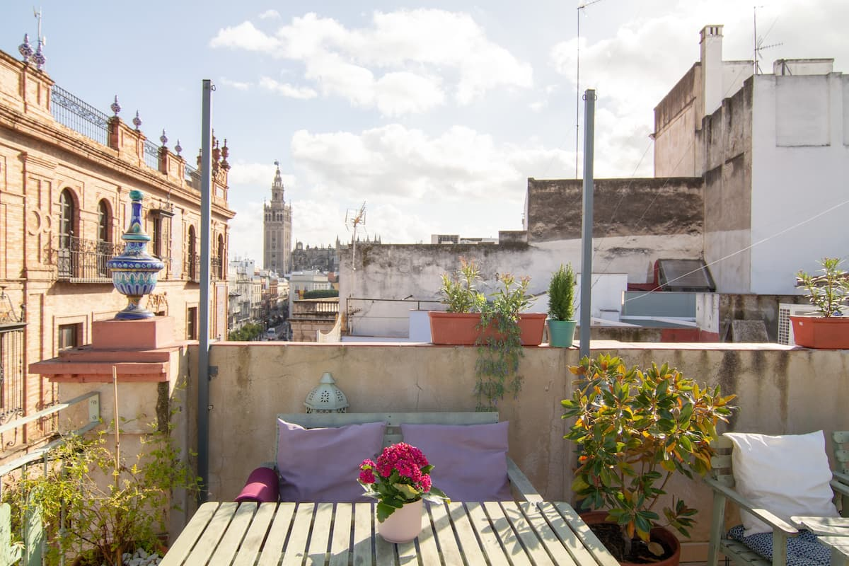 Terraces/Giralda views. Great 2BR/2Bath Penthouse!