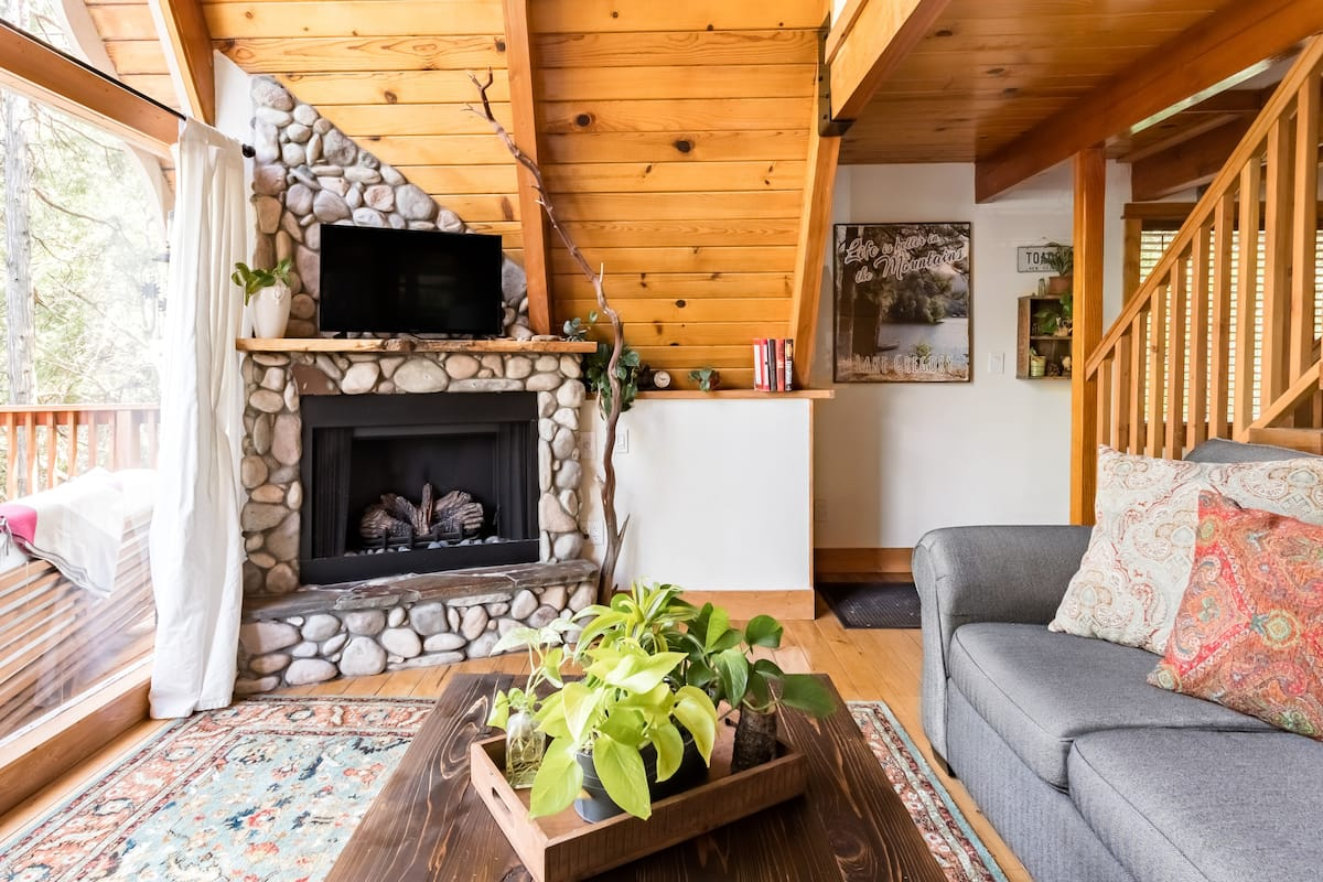 Toad Haven Cottage, A Romantic Mountain Getaway