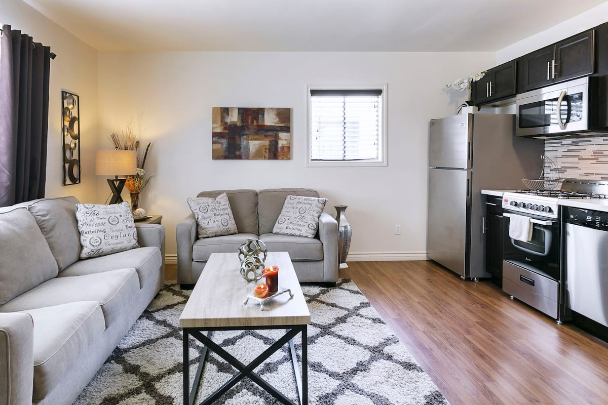 Modern Apartment with Front Patio Close to Universal Studios