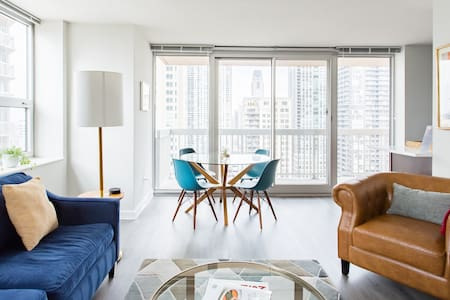 Head to Lake Michigan from a 24th-Floor Suite in Chicago