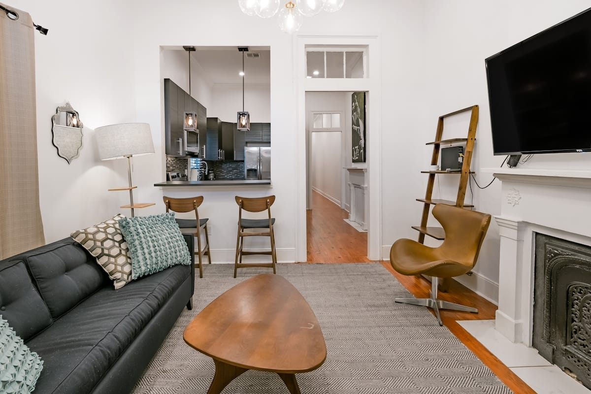 Cozy Renovated Shotgun Minutes from Downtown