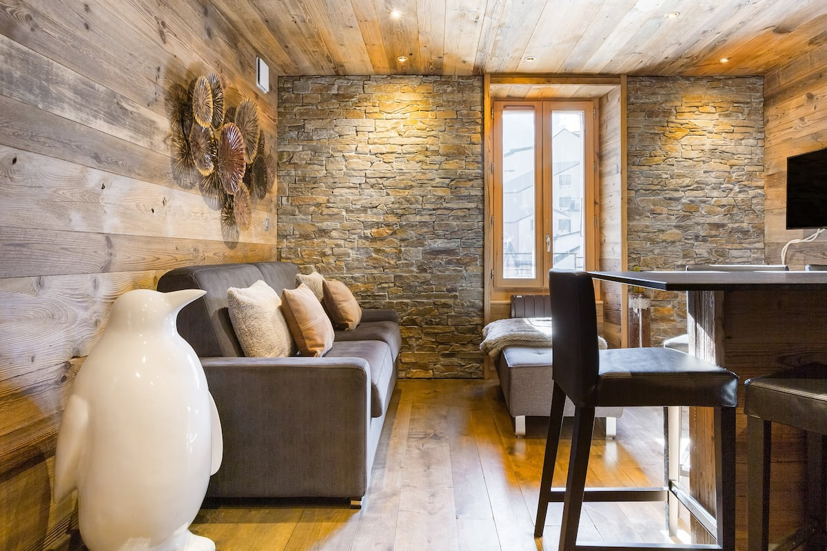 Luxurious Wood-Rich Chalet in Central Chamonix