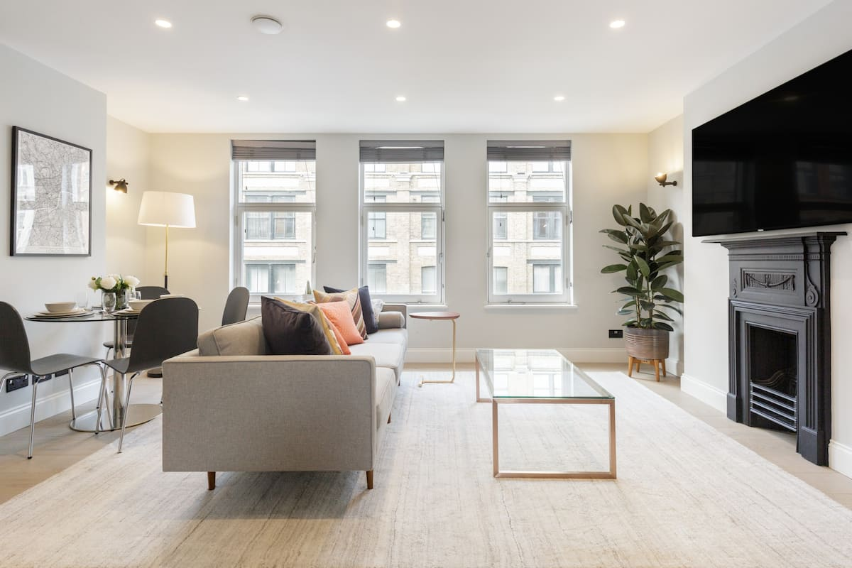 Experience Soho and West End from a Chic Sophisticated Flat