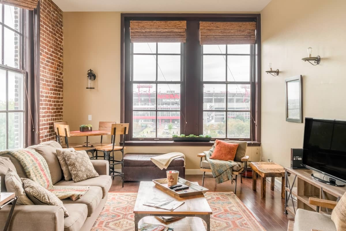 Stroll to Broadway from an Earthy River-View Apartment
