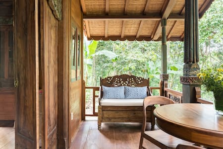 Find Peace in Our Luxurious Little Wooden Cottage near Ubud