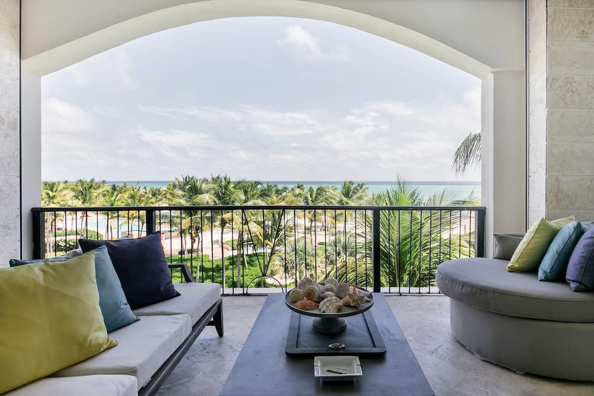 Beach View Condo with Boat Excursion Option