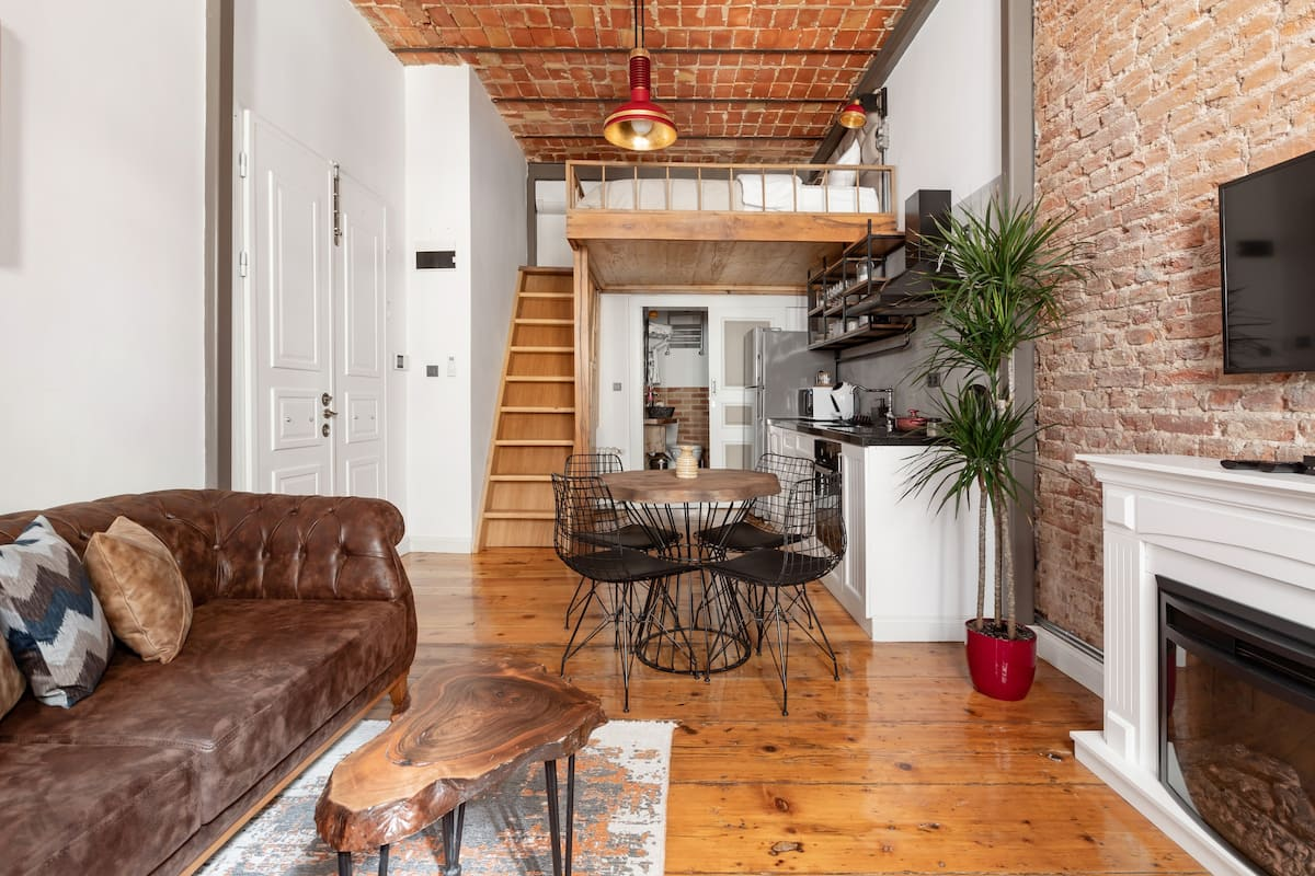 Handsome Mezzanine Studio in the Historic District