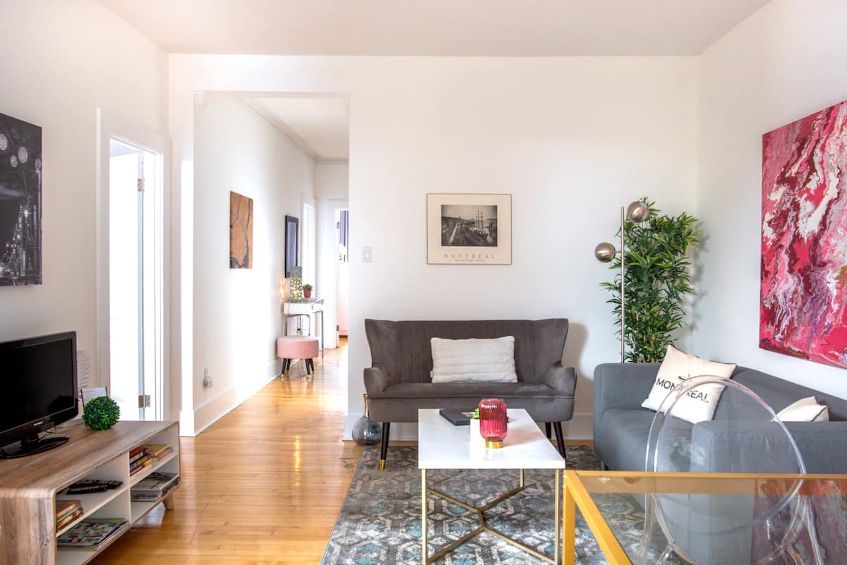 Bright, Spacious Apartment Near Mont-Royal
