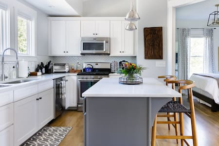 Explore 12 South from a Beautiful Carriage House