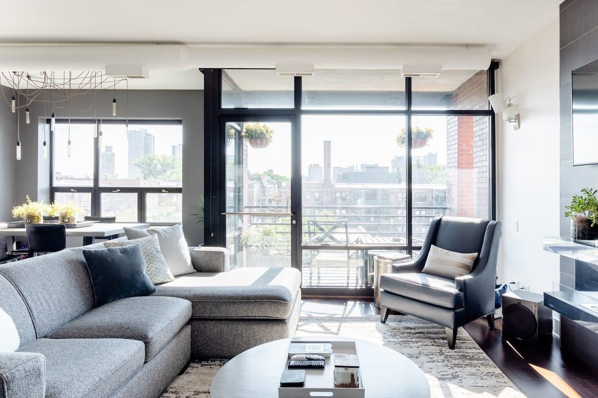 Sleek Wrigleyville/Boystown Condo with Rooftop Skyline Views