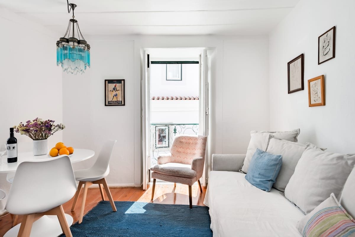 Light-Filled Alfama Apartment With Free Airport Pick-Up