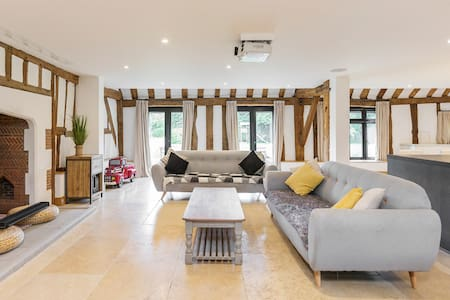 Entertain Celebrate Relax in a Luxury Period Property Barn in Windsor Taplow Maidenhead