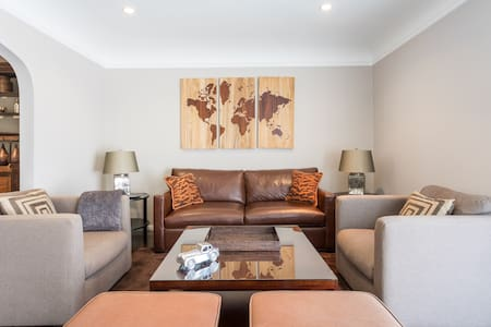Large One Bedroom Walk to Melrose Ave from an Elegant Duplex