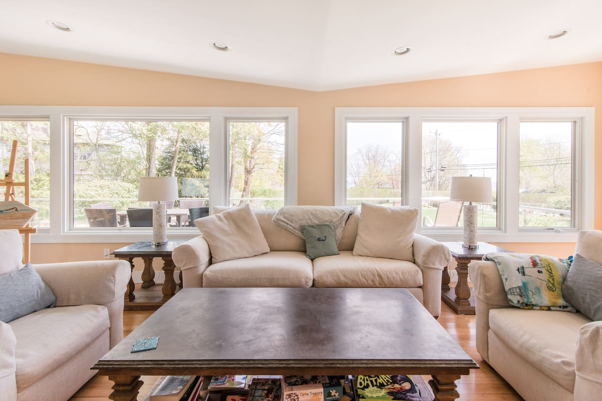 Stroll to Ocean From Air-Conditioned Narragansett Home