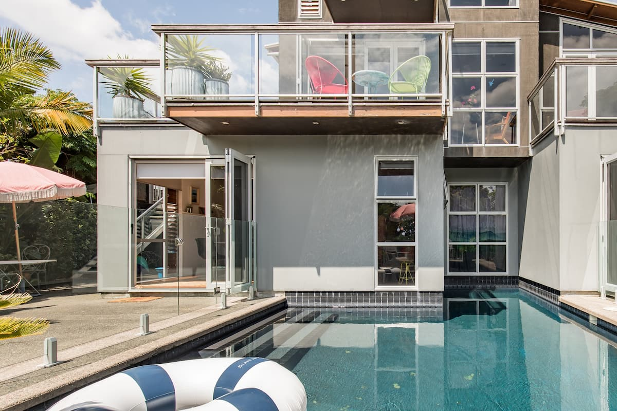 Chill at a Three-Story Poolhouse near Stanmore Bay Beach