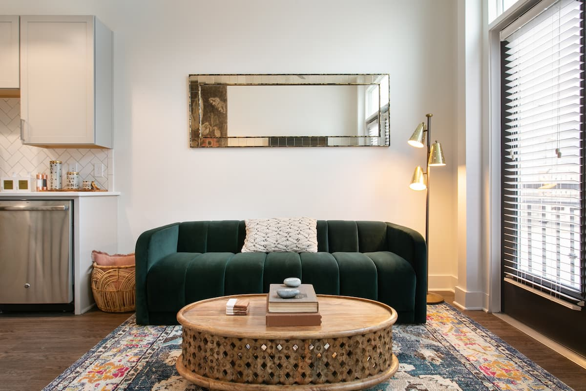 Niido's Bright and Eclectic Abode in Downtown
